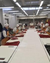 Разделочные столы и тележки для переработки мяса